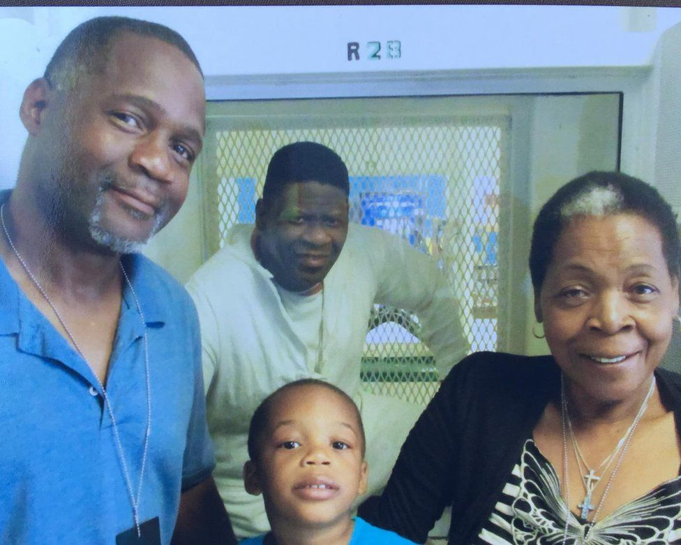 Rodrick Reed and family visiting Rodney Reed in prison