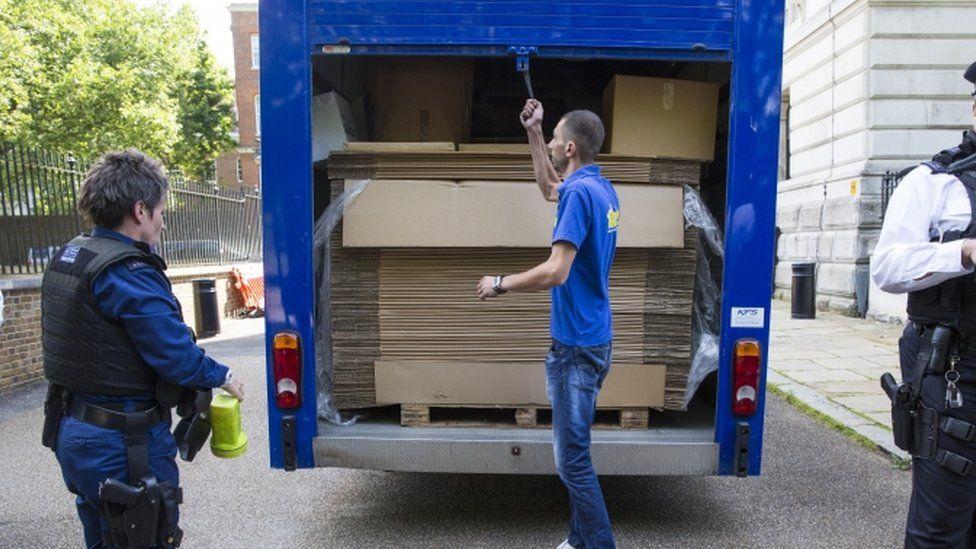 Removal van at Downing Street