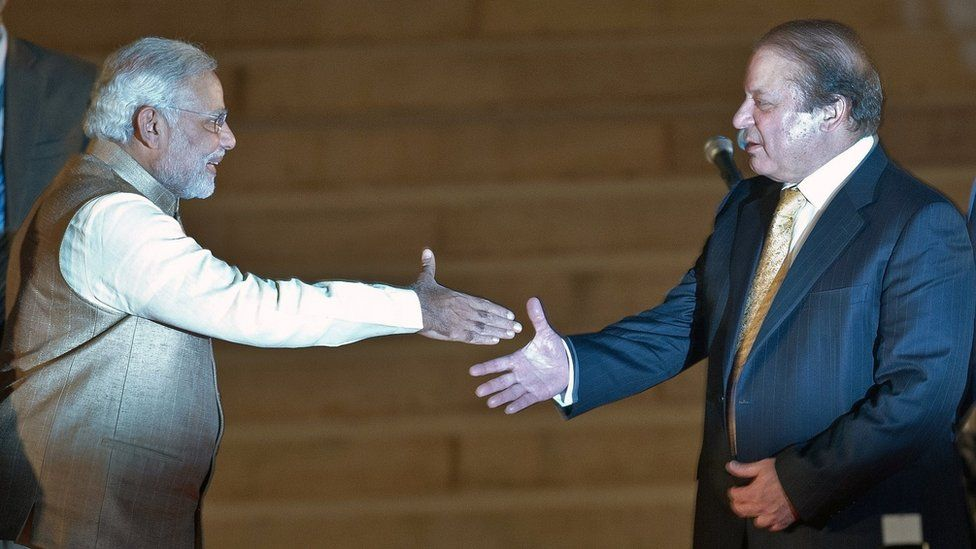 Newly sworn-in Indian Prime Minister Narendra Modi (L) prepares to shake hands with Pakistani Prime Minister Nawaz Sharif after the swearing-in ceremony at the Presidential Palace in New Delhi