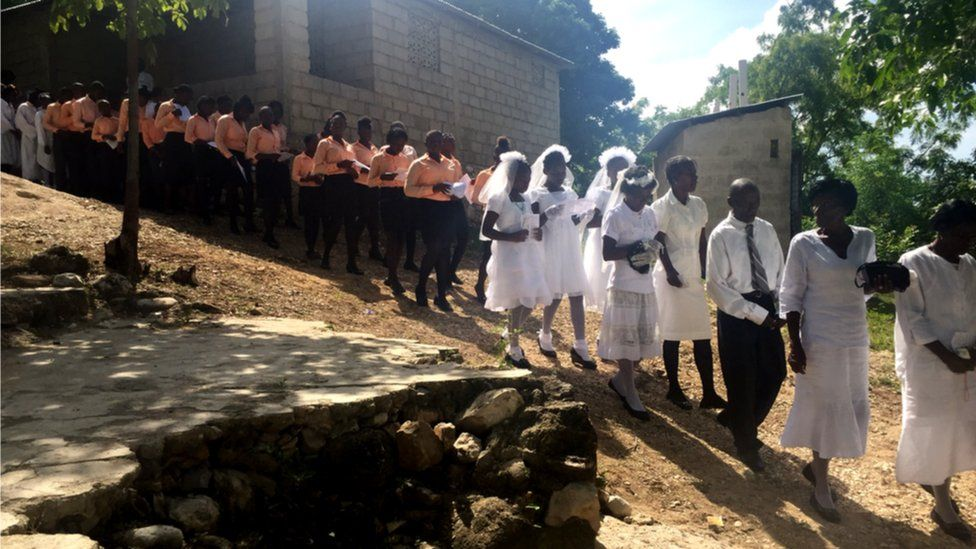 First communion procession in Leandre