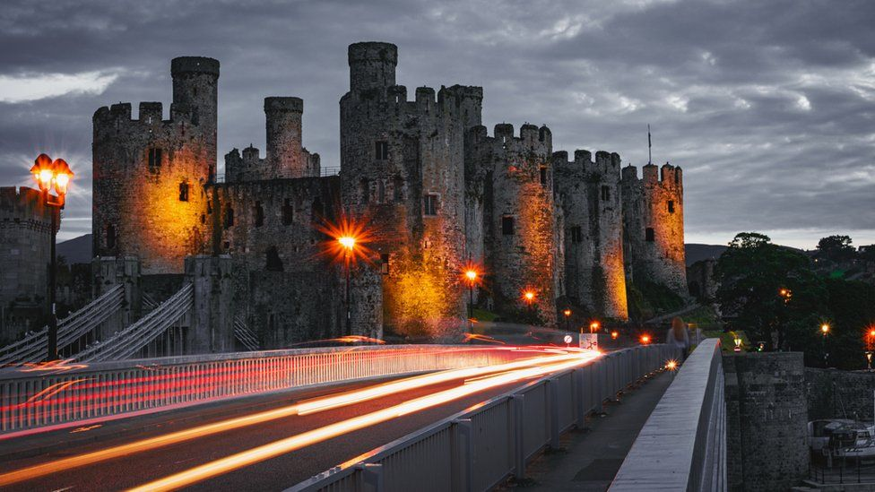 Conwy Castle by Luc Davies