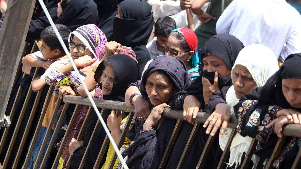 Pakistani people and relatives attend a funeral ceremony of renowned Pakistani Sufi singer Amjad Sabri who was killed in Karachi, Pakistan, 23 June 2016