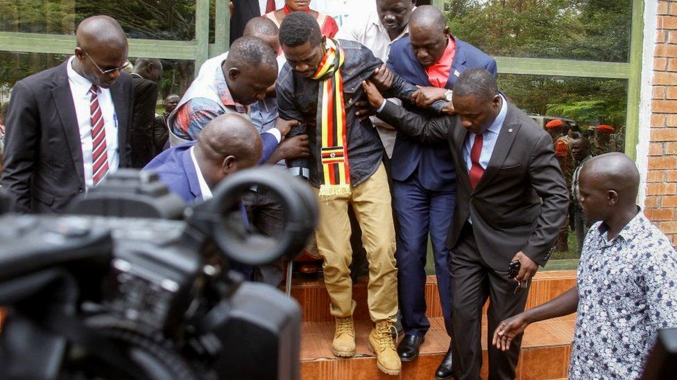 Uganda's prominent opposition politician Robert Kyagulanyi known as Bobi Wine (C) walks ahead of appearing at the general court martial in Gulu, northern Uganda on August 23, 2018