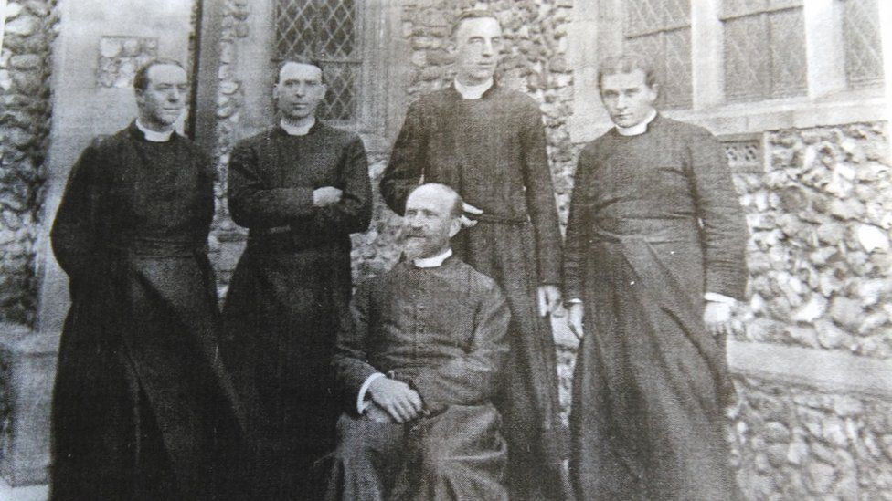 Samuel Leighton Green (right), Rev Charles Lanchester (second left), Rev D W Mountford (seated), two unknown men