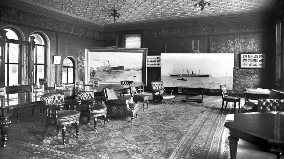 A black and white image shows the presentation room.
