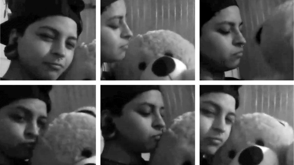 Nicole Saavedra Bahamondes and a cuddly toy