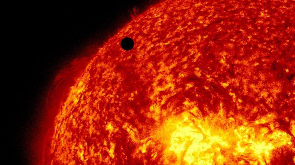 Os mistérios do Sol revelados pela sonda Parker, a 1ª a 'tocar' borda da nossa estrela