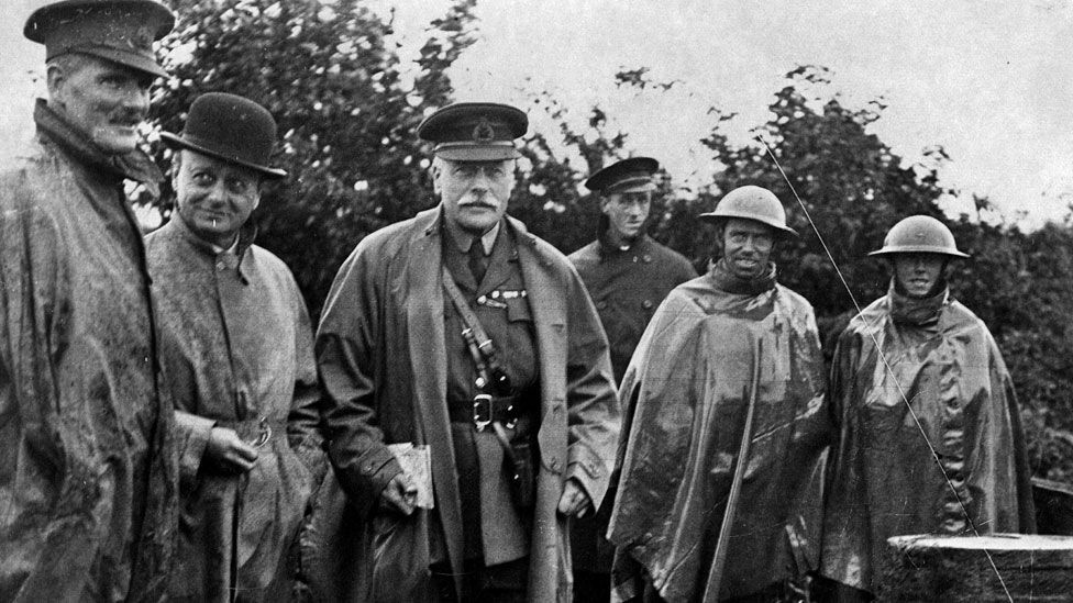 Douglas Haig and troops in 1916