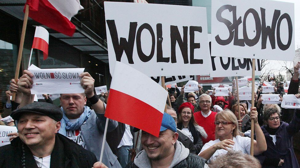 Press freedom march by Gazeta Wyborcza journalists, 13 Dec 15