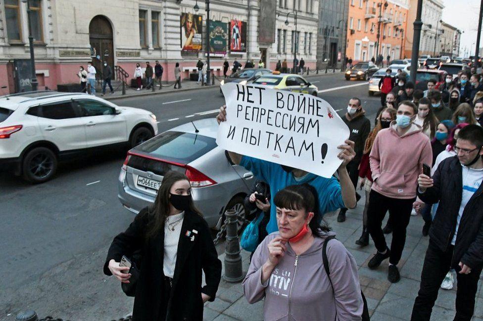 A pro-Navalny march in Vladivostok, 21 Apr 21