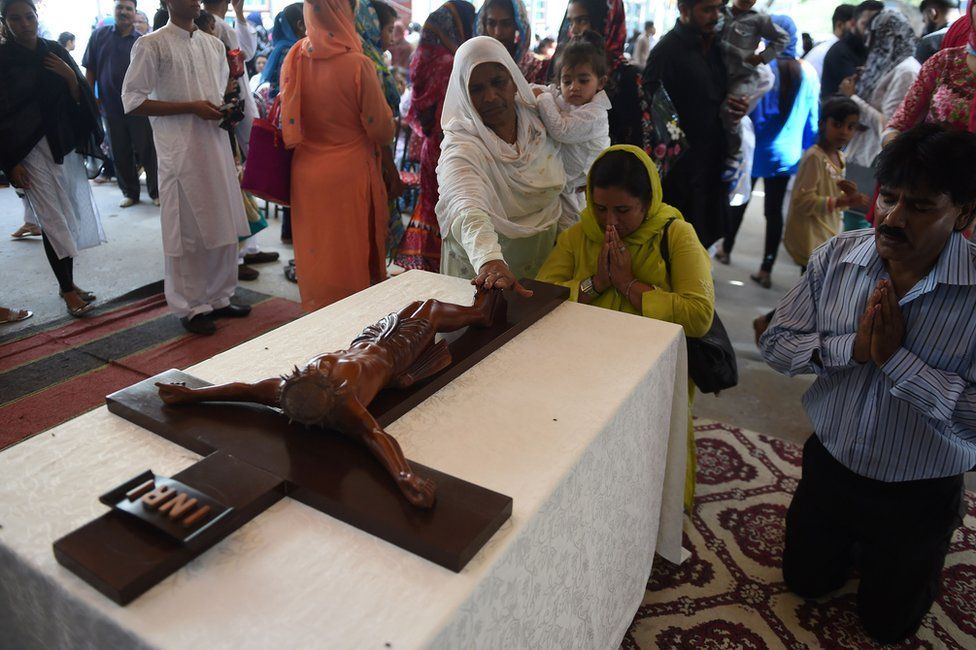 Pakistani Christian worshippers attend Mass to mark Good Friday at St Anthony's Church in Karachi on 25 March 2016