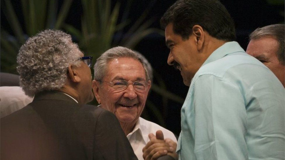 Cuba's President Raul Castro, centre, looks on as Venezuela's President Nicolas Maduro, right, shakes hands with the ACS Secretary General Alfonso Munera during the 7th Summit of Heads of State by the Association of Caribbean States at Revolution Palace in Havana, Cuba, Saturday, June 4, 2016.