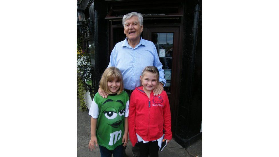 Dave Prowse with Mike Sparke's daughters in 2010