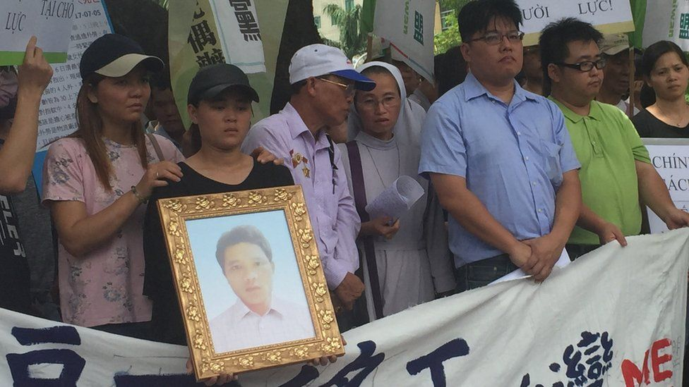 Nguyen Quoc Phi's sister and father (second and third from left) among protesters 15 September 2017