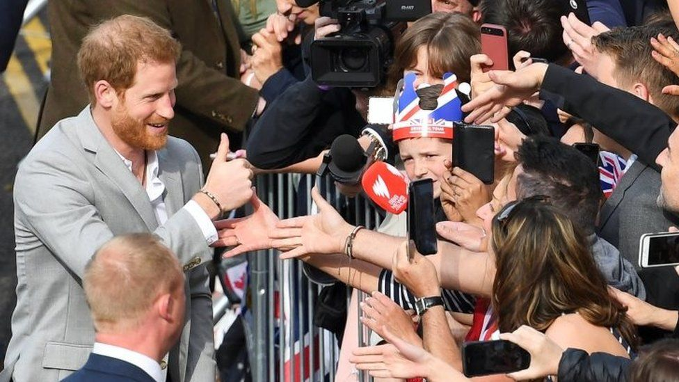 Prince Harry giving a thumbs up in Windsor