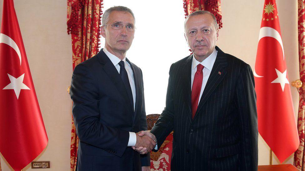 صحف بريطانية تناقش جدوى استمرار تركيا في الناتو، ومظاهرات لبنان، وتسارع تحقيقات عزل ترامب