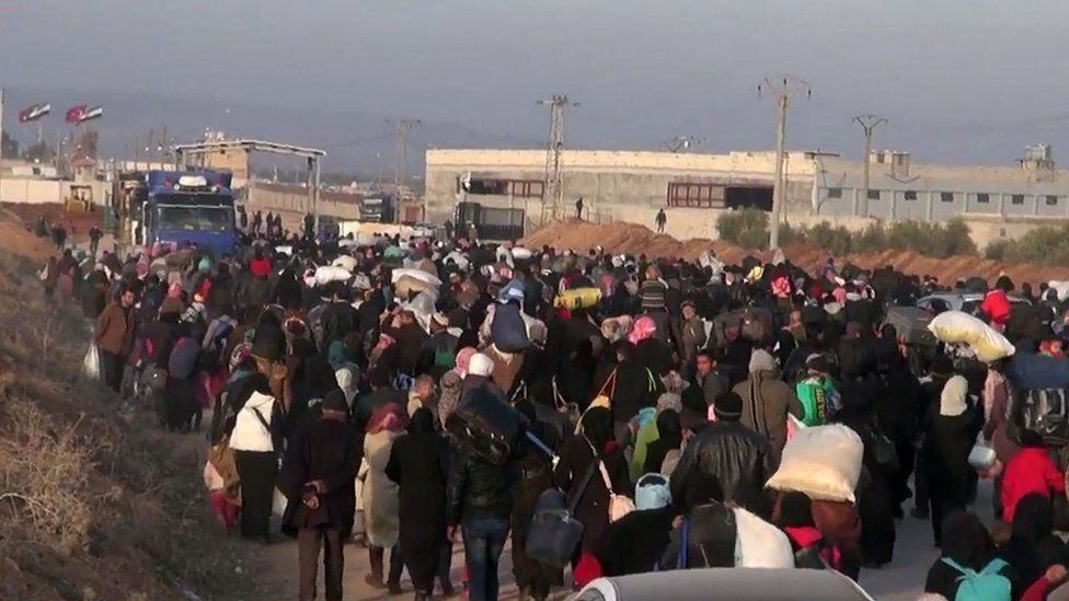 Syrian refugees flee fighting at a Turkish border crossing