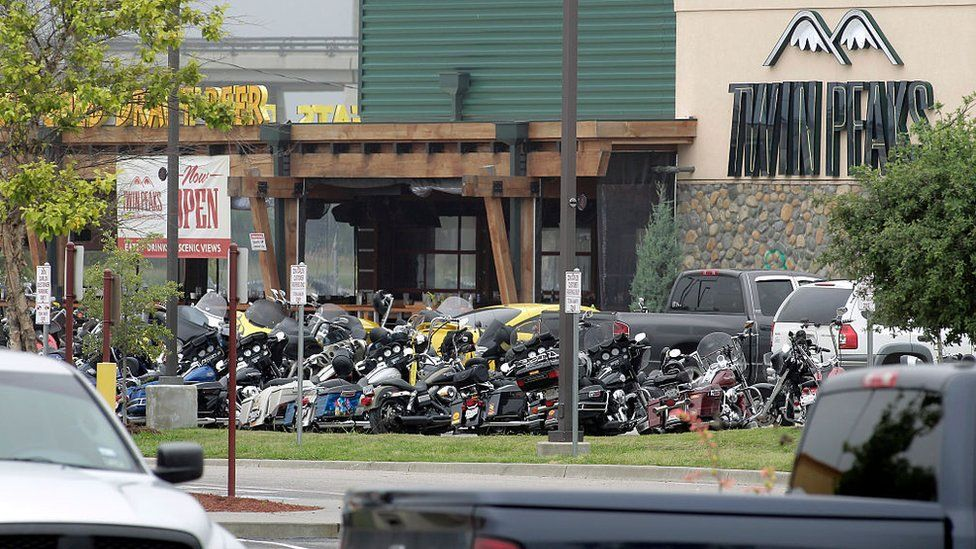 Charges dropped in 2015 Texas biker brawl that left nine dead - BBC News
