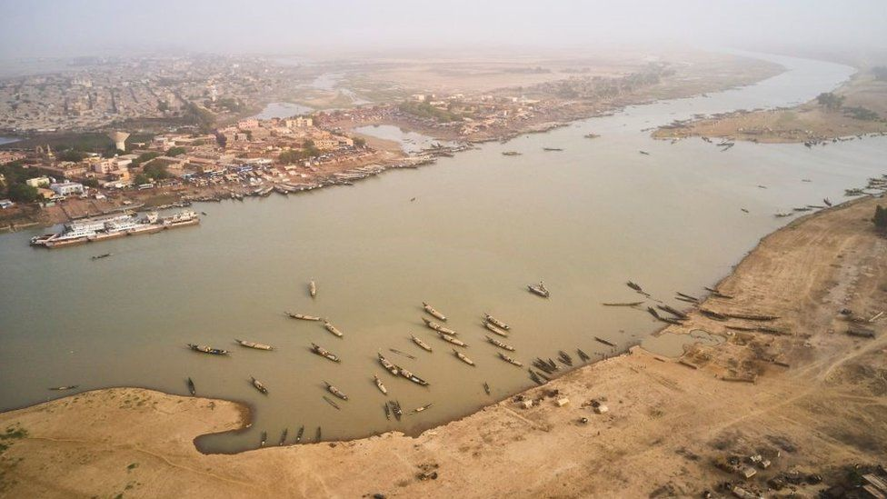 An aerial view shows the port of Mopti on March 16, 2021. - Situated In the Inner Niger Delta region of Mali, Mopti lies between the confluence of Bani river and Niger river and represents one of the main ports and gateway in central Mali.