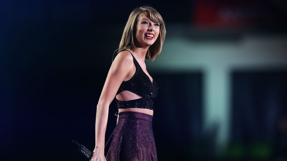 Taylor Swift performs in Australia in 2015