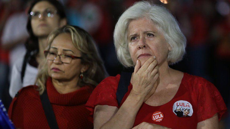 Pro Lula demonstrators react to the Supreme Court proceedings