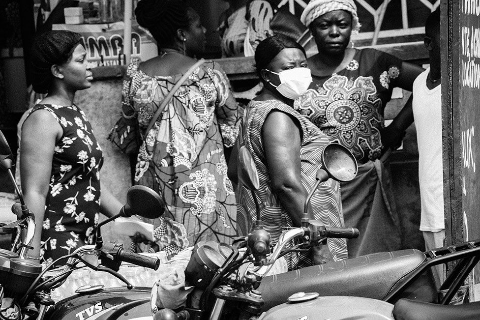 A street scene showing shoppers in DR Congo's capital Kinshas