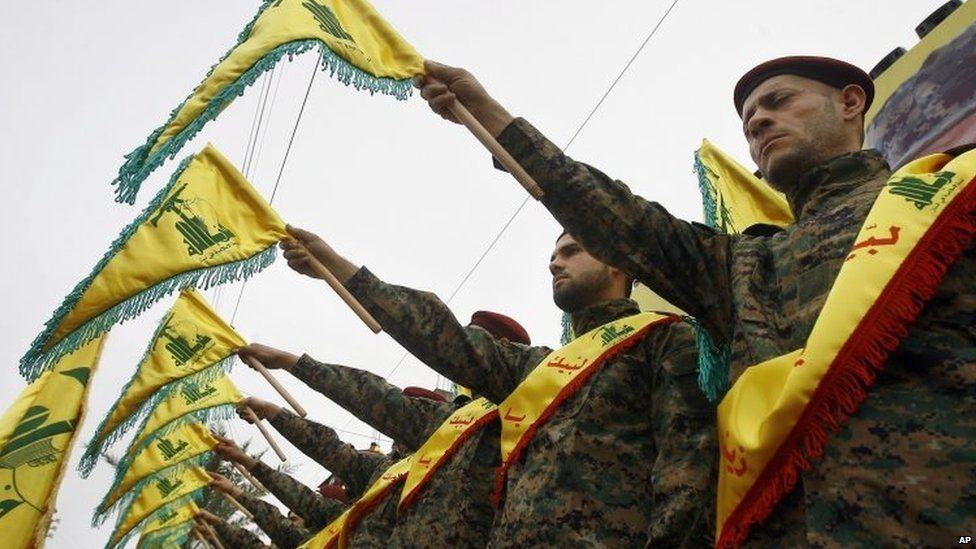 Hezbollah fighters hold flags as they attend the funeral procession of a senior Hezbollah commander, Ali Fayyad, killed during an offensive by Syrian troops and Hezbollah fighters in Syria (02/03/2016)