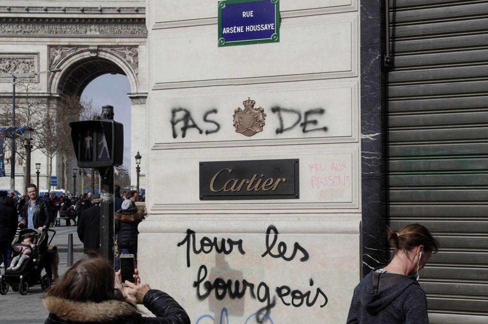 Graffiti in Paris, 17 Mar 19