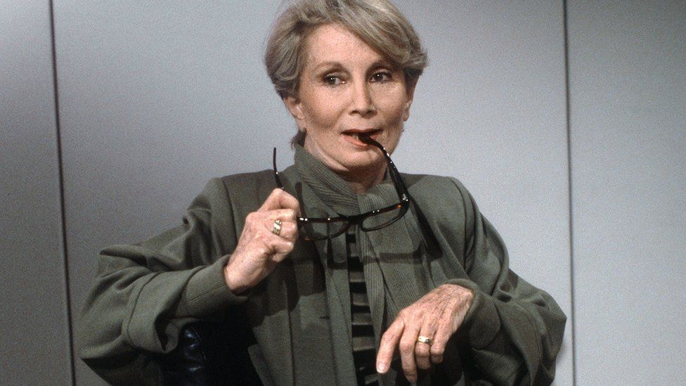 This 1986 photo shows Fernande Grudet aka Madame Claude posing in Paris before a TV talk-show.