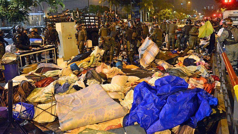 Riot police dismantle protest camp at UN, Caracas, 2014
