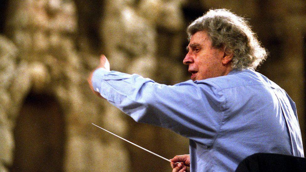 Mikis Theodorakis, composer of Zorba the Greek, dies aged 96 thumbnail