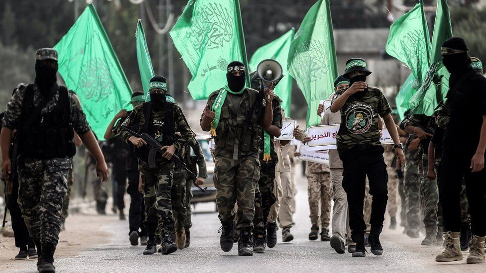 Members of the Hamas military wing, the Izzeddine al-Qassam Brigades, march in the southern Gaza Strip (15 September 2017)