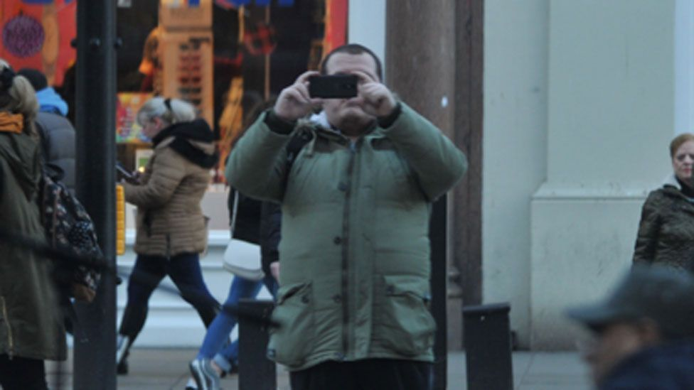 A surveillance image of Ludlow taking pictures on Oxford Street
