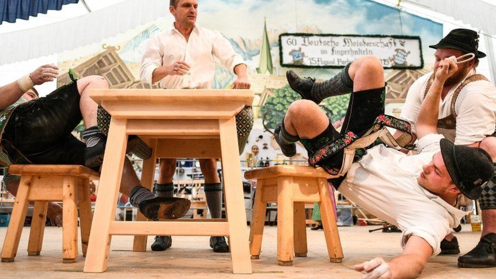 German finger wrestling pulls a crowd in Bavaria