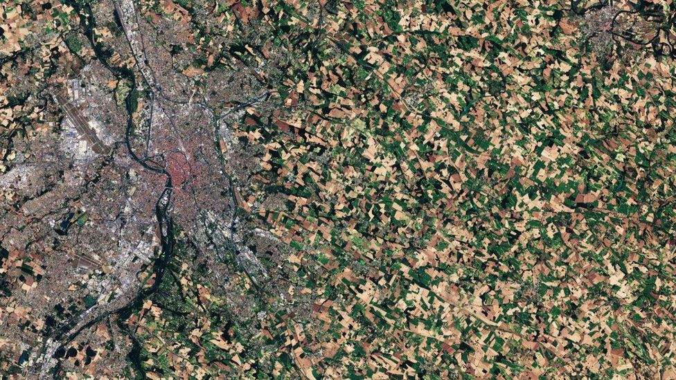 The pink tinge from the terracotta tiles in central Toulouse is clear from this Copernicus Sentinel-2A satellite image