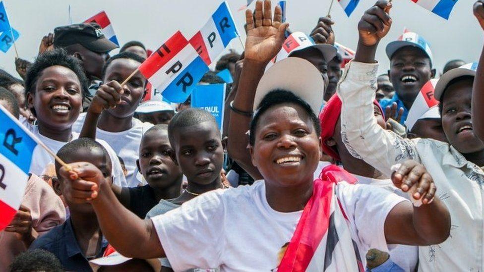 Supporters of the ruling Rwandan Patriotic Front (RPF) cheer during a rally by Rwandan President Paul Kagame in Nyanza, Rwanda, July 14, 2017.