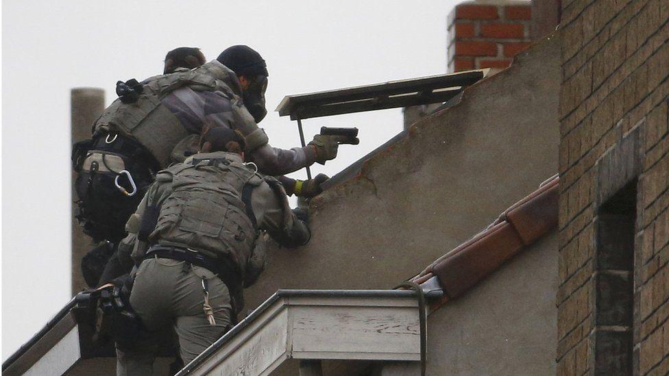 Police raid Molenbeek (16 November)
