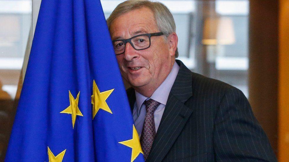 Jean-Claude Juncker with EU flag (10 Nov)