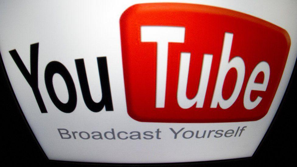 """Ni chistes verdes, ni política, ni lenguaje obsceno: la polémica """"censura"""" que tiene en pie de guerra a usuarios de YouTube de todo el mundo"""