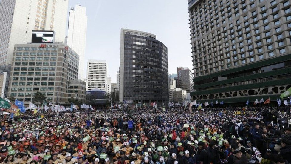 South Korean protesters attend an anti-government rally in downtown Seoul (05 December 2015)