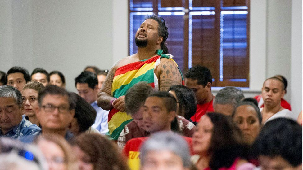 A man sings and chants in the gallery before oral arguments begin Thursday, Aug. 27, 2015, at the Hawaii State Supreme Court in Honolulu.