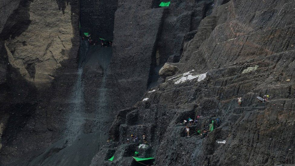 Jade pickers in the mines