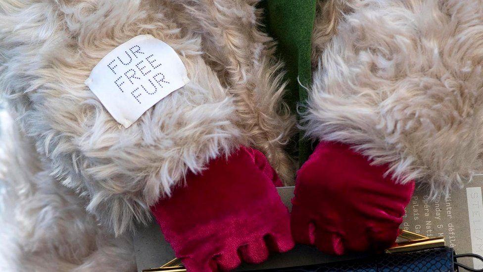 Британский модельер Стелла Маккартни всегда была категорически против использования в моде меха животных, называя это аморальным, жестоким и варварским