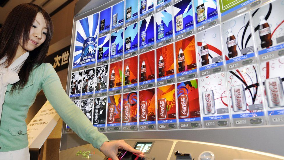 Model demonstrates Coca-Cola Japan Company's (CCJC) new 'e-40' vending machine in 2008