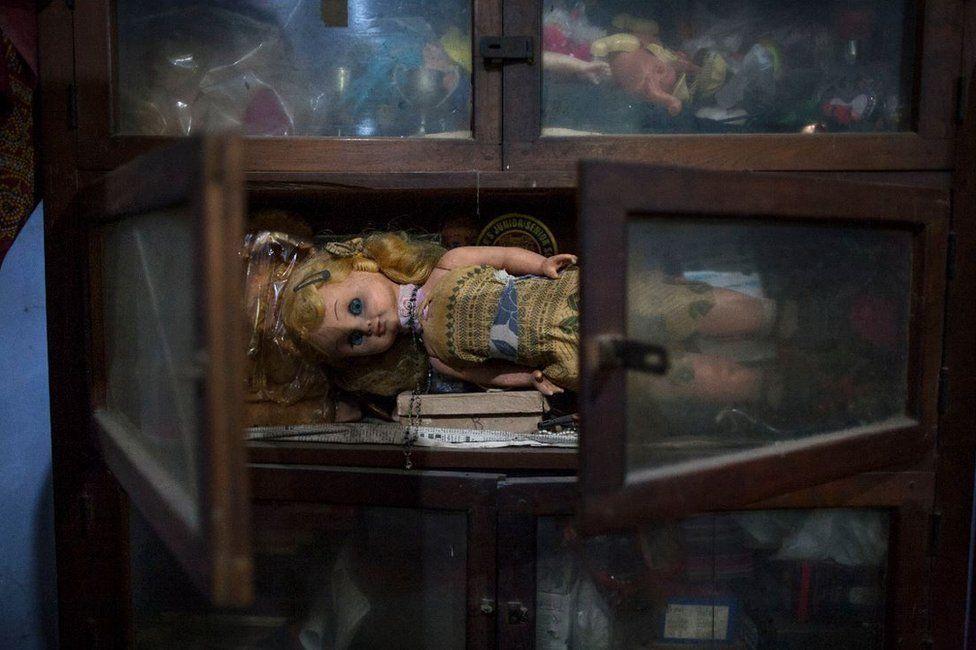 Navaruna's dolls