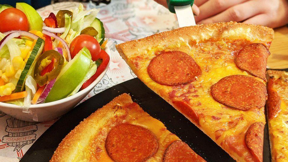 """Pizza Hut's vegan """"pepperoni"""" pizza"""