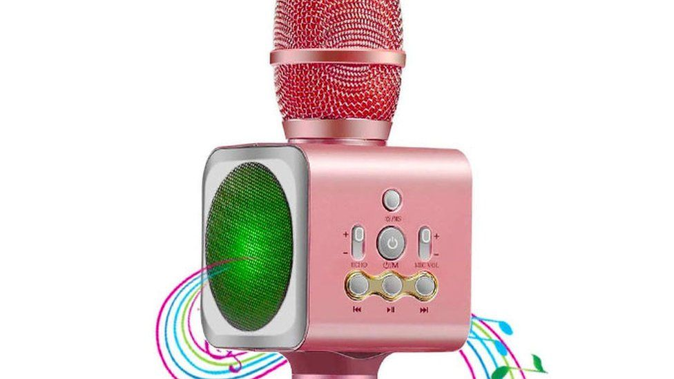 A toy karaoke microphone device