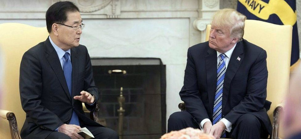 Chung Eui-yong and Donald Trump talk