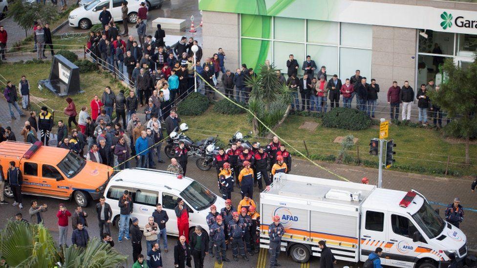 Ambulances attend the scene in Izmir, 5 Jan