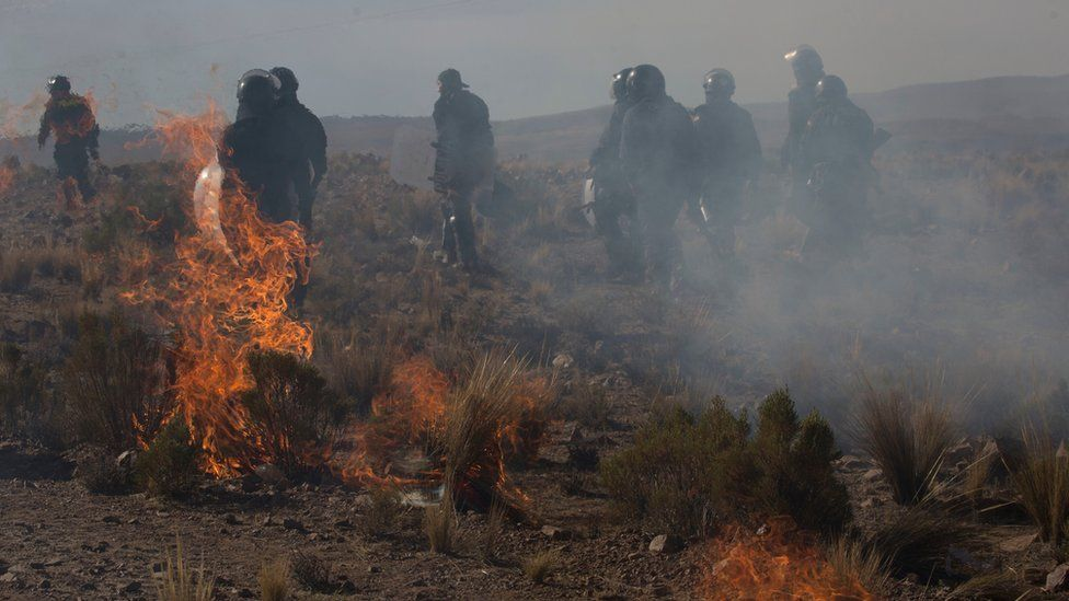 Independent miners clash with the police during protests in Panduro